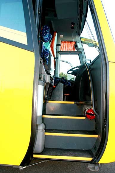 autocares-zambrano-autobus-55-a-60-plazas-cadiz-modelo-century-7