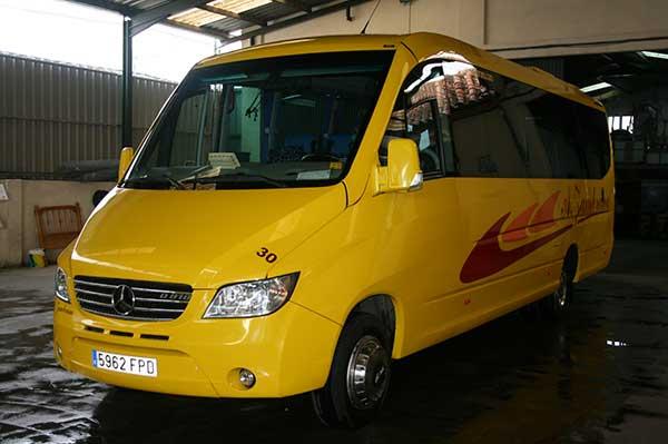 autocares-zambrano-microbus-25-a-30-plazas-cadiz-1